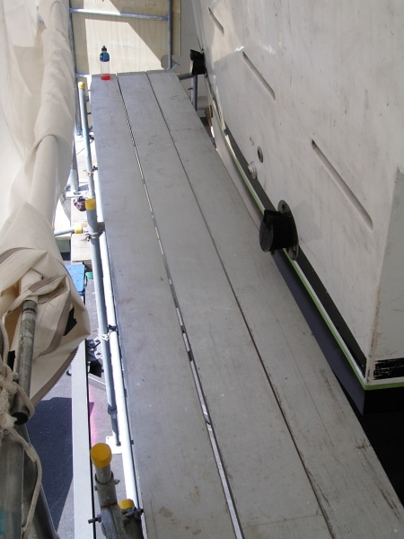 Joint Venture scaffolding around hull