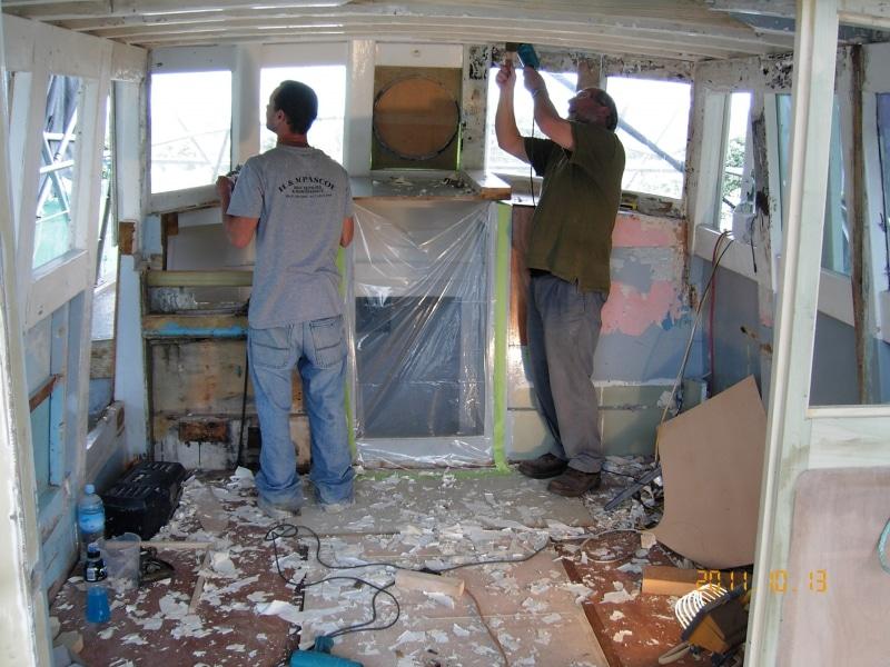 Sundancer Mattias & Chris stripping wheelhouse