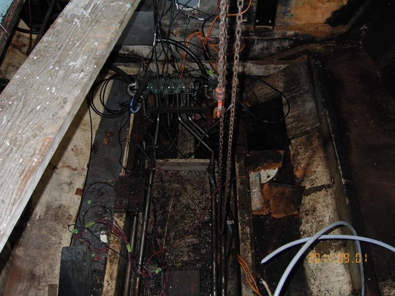 Sundancer engineroom before repairs and repaint